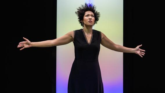 julia-bullock-soprano